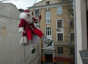 Дед Мороз на заказ: бородатый волшебник-альпинист поздравит ростовчан за 40 тысяч рублей