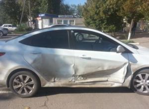 В Азове полицейский на «Хендай Солярис» врезался в припаркованный грузовик
