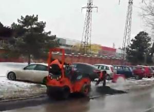 Видео укладки горячего асфальта в снег в Ростове рассмешило жителей