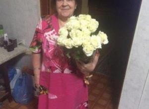Пенсионерку с желтыми зубами и в черной шубе разыскивают в Ростове-на-Дону