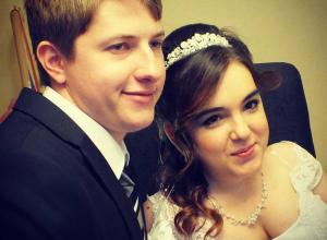 Прикованная к инвалидному креслу ростовчанка вышла замуж за красавца после виртуального романа