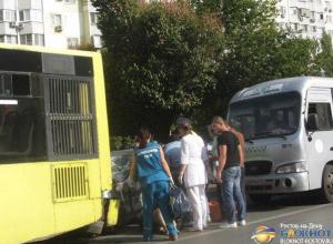 В Ростове в тройном ДТП с автобусом и маршруткой пострадал пешеход