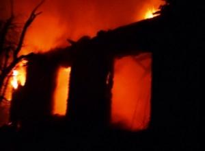 В Морозовском районе в пожаре погибли женщина и два мальчика 8 и 5 лет