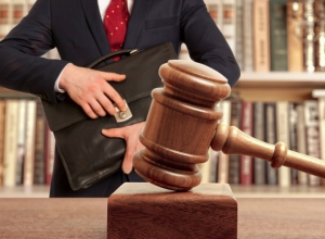 Продажного адвоката-вымогателя оставили на свободе в Ростовской области