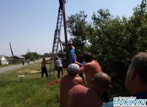 В Ростовской области во время ремонта опоры ЛЭП погиб монтажник