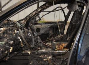 В центре Батайска неизвестные подожгли BMW X5