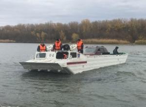 Около 90 автомобилей остались отрезанными от «большой земли» на Зеленом острове в Ростове