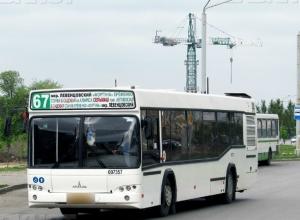 Развозившего пассажиров в автобусе «без колеса» маршрутчика строго наказали в Ростове