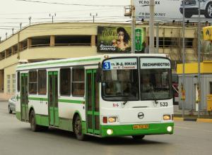 Наказать агрессивного водителя автобуса потребовали жители Ростова: «резко тормозил – пассажиры чуть не падали»