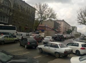 Предпраздничный Ростов встал в многокилометровых пробках