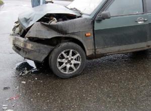 На Дону женщина-водитель на «ВАЗ-21099» устроила ДТП: пострадали шесть человек, в том числе дети