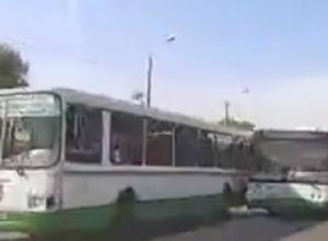 Бешеные гонки по встречке водителей пассажирских автобусов в Ростове попали на видео
