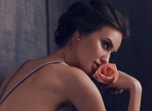 Костенко в «обнаженной» позе Джоли рассказала, как ее «выгнал из квартиры» экс-муж Бузовой