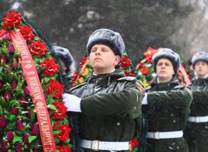 Венки и цветы к памятнику Героям Отечества возложили в Ростове