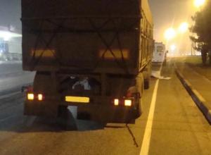 В Ростовской области под колесами КамАЗа погиб пешеход