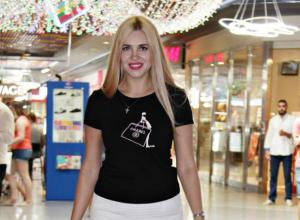 Удачно освоила самокат красавица Наталья Ясинская