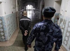 Осужденный в Ростове уговорил работника тюрьмы бегать в магазин за покупками