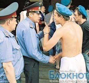 В Ростове в отношении пьяного десантника, избившего полицейского в день ВДВ, возбуждено дело