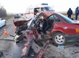 В ДТП в Ростовской области погибла семья из трех человек