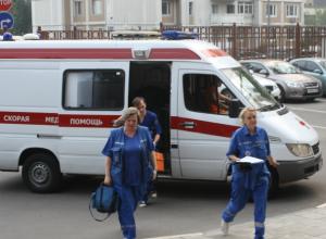 Подвыпившая компания учила врачей скорой правильно спасать их утонувшего друга в Ростовской области