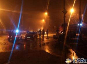 В Таганроге ВАЗ влетел в светофор и загорелся, два человека погибли