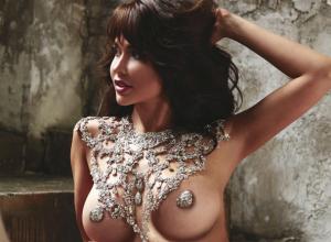 Ослепительными бриллиантовыми сосками оставила без глаз поклонников звезда Playboy из Ростова