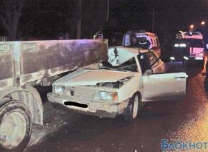 В Ростове-на-Дону ВАЗ-21099 протаранил эвакуатор