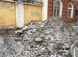 Руководство погрязших в мусоре городов получило взбучку от властей Ростовской области