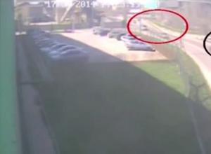 В Таганроге полицейский, желая скрыть смертельное ДТП, скрутил номера и посадил за руль супругу. ВИДЕО