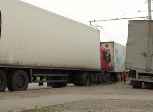 Запретить движение фур по улицам города предложили в Ростове