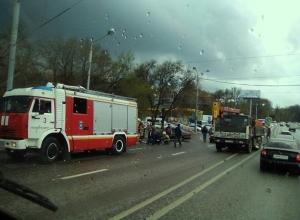 Перебегающего дорогу на красный сигнал светофора 21-летнего жителя Ростова на полном ходу сбил BMW
