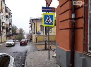 «Гениальное» расположение дорожных знаков в Ростове: не можешь пройти - облетай