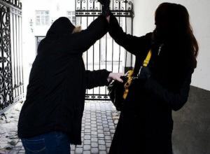 В Ростове молодая девушка чудом осталась жива после вечерней встречи с двумя рецидивистами