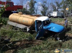 В Ростовской области молоковоз опрокинулся в кювет