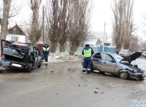 В Ростовской области таксист спровоцировал тройное ДТП, пострадали двое