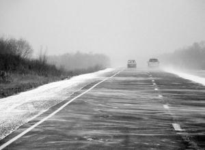 Ростовчанин едва не умер от инсульта, откапывая свою иномарку из снега