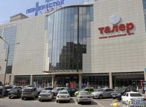 В Ростове в торговом центре «Талер» парень разбился насмерть, катаясь на перилах эскалатора