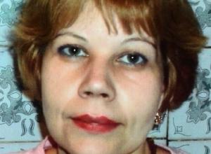 В Ростове разыскивают 42-летнюю женщину с татуировкой в виде черной розы
