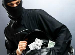 Трое вооруженных бандитов совершили нападение на бизнесмена на автостоянке в Ростовской области