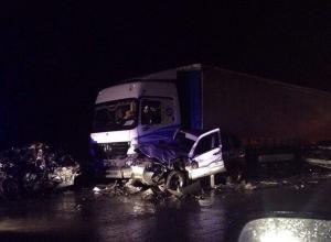 Фото и видео с места ДТП под Ростовом, где столкнулись 14 легковушек, 4 большегруза и автобус