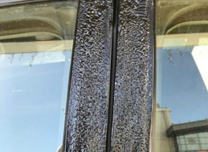 Суровые ростовские солнечные зайчики расплавили припаркованный у ТРЦ автомобиль