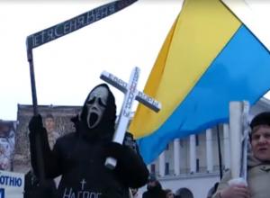 Украинские радикалы пригрозили на видео «мрази» Порошенко устроить «Ростов» на два метра под землей