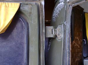 Слабые дверные петли отечественного внедорожника соблазнили автовора-меломана в Ростове