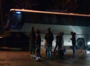 Вышедшего из автобуса в неположенном месте мужчину сбила машина в Ростовской области