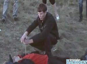 20-летний житель Белой Калитвы показал, как совершил ритуальное убийство своего друга. ВИДЕО