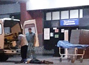 Жесткая госпитализация мужчины лицом в асфальт бригадой скорой возмутила жителей Ростова