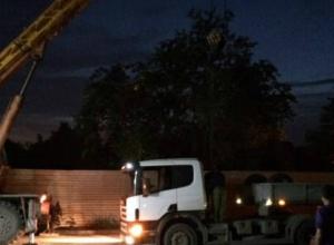 Отчаянное спасение застрявшей в зыбучем асфальте Ростова многотонной фуры попало на видео