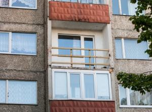 Выпавший с балкона четвертого этажа мужчина разбился насмерть в Ростове