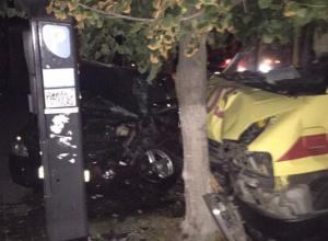 Пять человек пострадали в страшном ДТП с участием «скорой» в центре Ростова