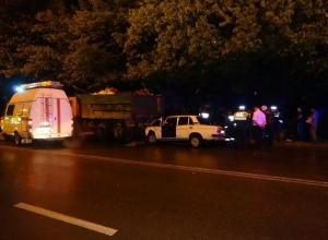 В Ростове «шестерка» протаранила припаркованный КамАЗ: погибла девушка